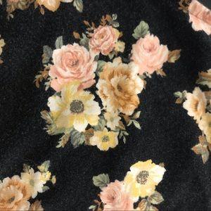 Forever 21 Tops - 👑 Forever 21 floral crop top black pink cotton